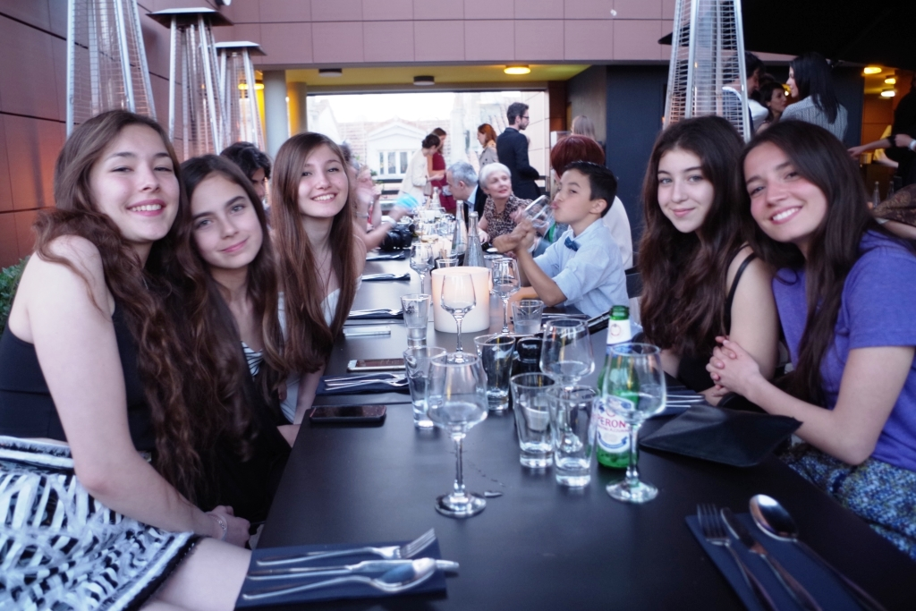 Tuğba, Güneş, Ilayda, Doğa et Elit. Soir de la Première du film (19/05/2015). Cannes. Photo : Ersin Gök