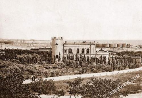 Maison des Frères Nobel dans la Ville Noire aux alentours de 1900, d'après des cartes postales françaises - Source photobaku.com