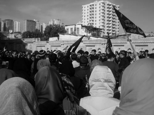 Rassemblement aux abords de la mosquée Teze Pir. A. Braux, 2015