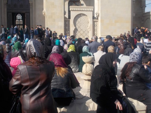 Rassemblement devant la mosquée Teze Pir. A. Braux, 2015
